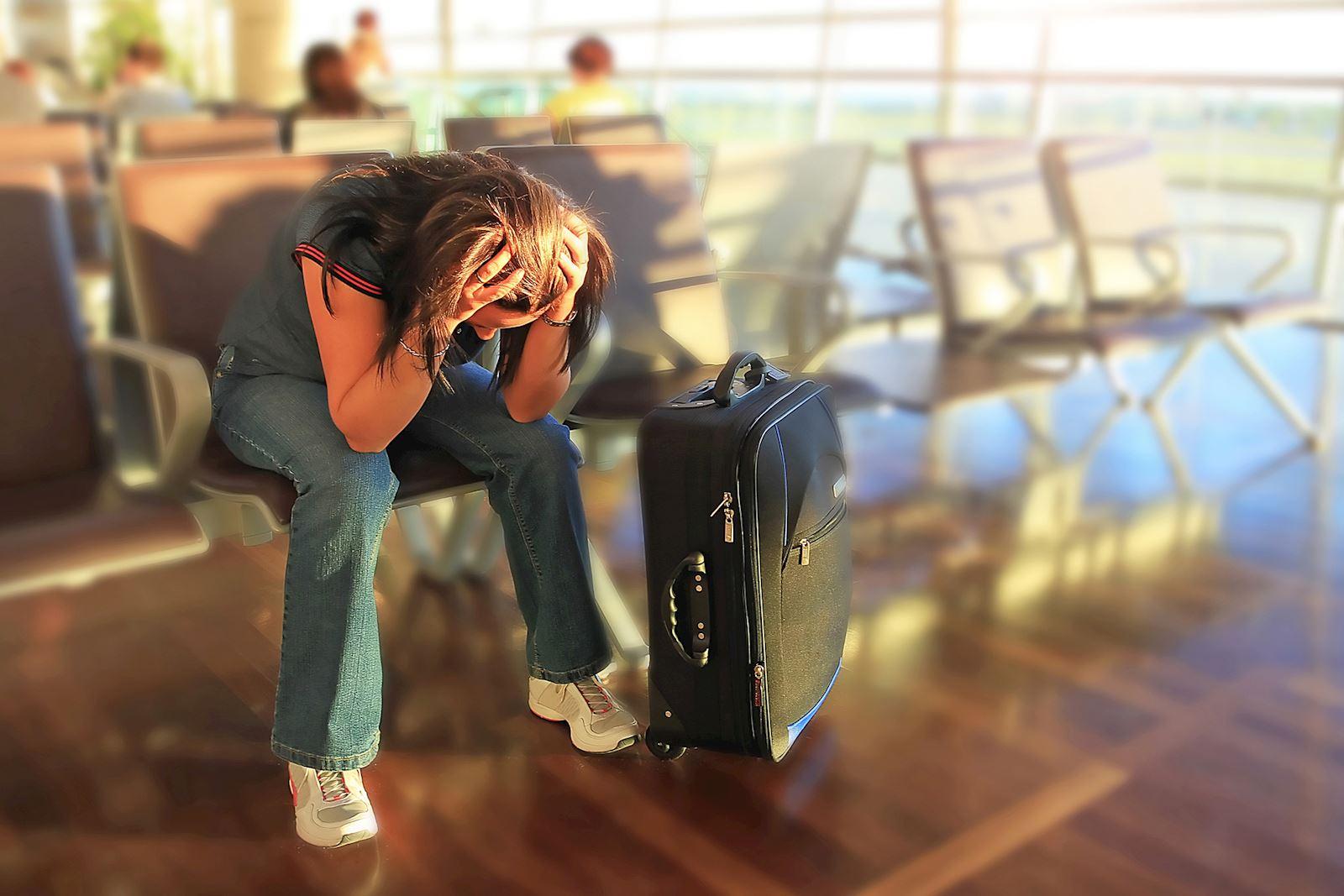 אישה מאוכזבת בשדה תעופה